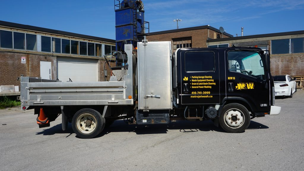 New Full Vehicle Wrap -Metro Jet Wash Isuzu Truck - After - Vinyl Wrap Toronto - Branding Centres - Etobicoke